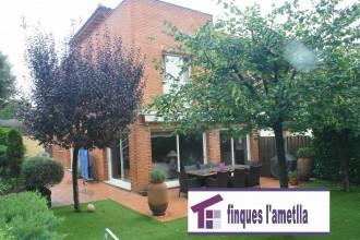 casa pareada amb zona comunitaria en l'Ametlla del Vallès (Can Camp)
