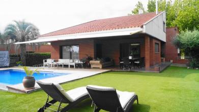 Vivienda en la mejor zona con acabados de primera calidad y piscina desbordante en l'Ametlla del Vallès (Can Camp)