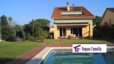 torre con jardin y piscina en l'Ametlla del Vallès (Can Camp)