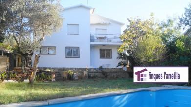 torre amb piscina ideal per 2 families a Santa Eulàlia de Ronçana (la sagrera)