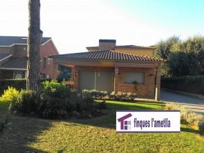 Torre com nova a l'Ametlla del Vallès (Can Camp)